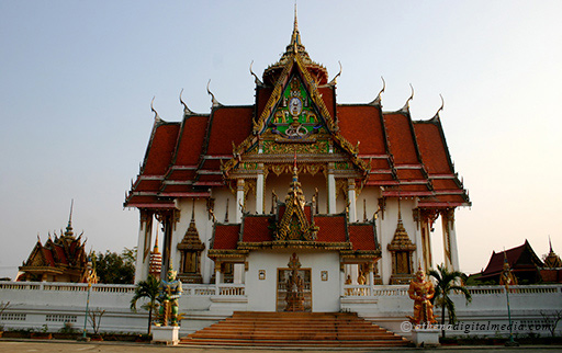 magnificent buddhist temple